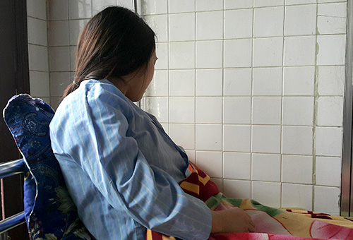 Nữ sinh viênHiên điều trị tại Trung tâm chăm sóc sức khỏe sinh sản Nghệ An. Ảnh:Nguyễn Hải.