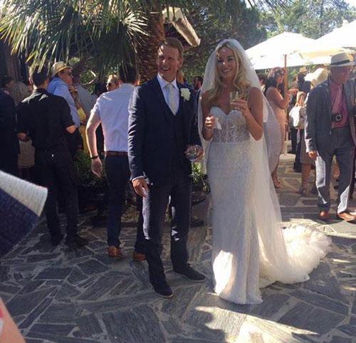 Chú rể Sheringham bên cô dâu kém 20 tuổi trong hôn lễ ở Bồ Đào Nha mùa hè 2016.