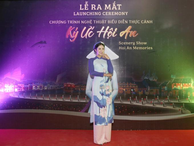 Hoa hậu cho biế tdù bận rộn với nhiều dự án cũng như công việc kinh doanh, thiết kế thời trang nhưng khi nhận được lời mời, cô lập tức nhận lời. Người đẹp mong muốn trở thành một trong những người đầu tiên thưởng thức show diễn đạt được hai kỷ lụcSân khấu ngoài trời lớn nhất Việt Nam và Chương trình biểu diễn nghệ thuật thường nhật có số lượng diễn viên tham gia đông nhất do do Tổ chức Kỷ lục Việt Nam (VietKings) công nhận.