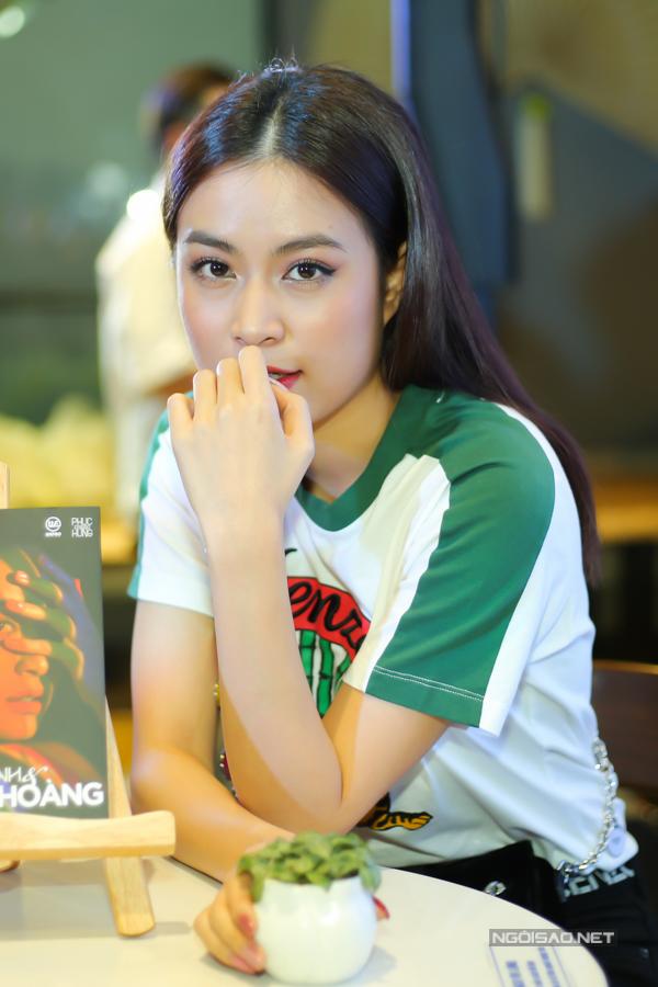 Hiện tại Hoàng Thùy Linh đang là nghệ sĩ hot, ngày càng tỏa sáng trong làng giải trí.