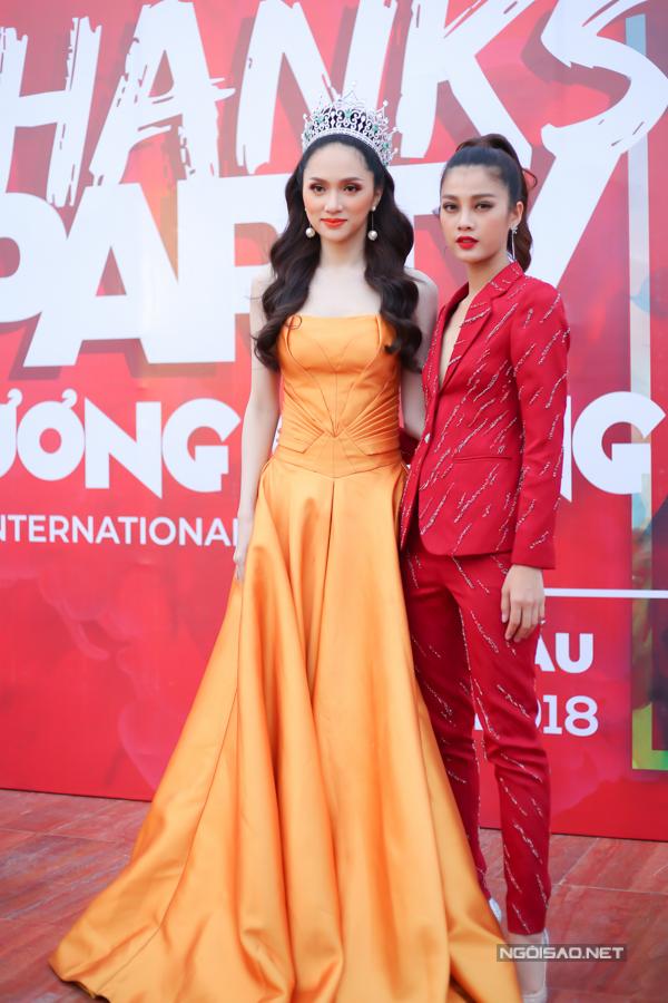 Người đẹp Mỹ Duyên The Face đến chúc mừng Hương Giang.