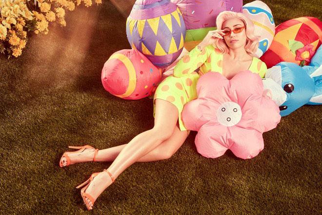 Miley tiết lộ, cô đã lên ý tưởng chụp bộ ảnh này cho tạp chí Vogue từ dịp Valentine.