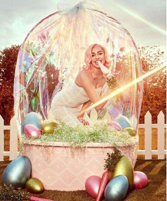 Miley Cyrus đón lễ Phục sinh với bộ ảnh sexy - 4
