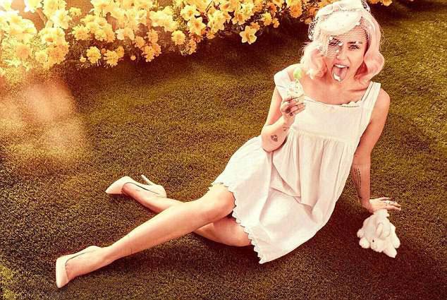 Miley khiến các fan thích thú với hình ảnh xinh tươi, ngọt ngào.
