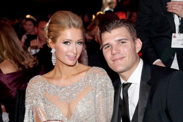 Paris và Chris Zylka đang chọn địa điểm cưới.