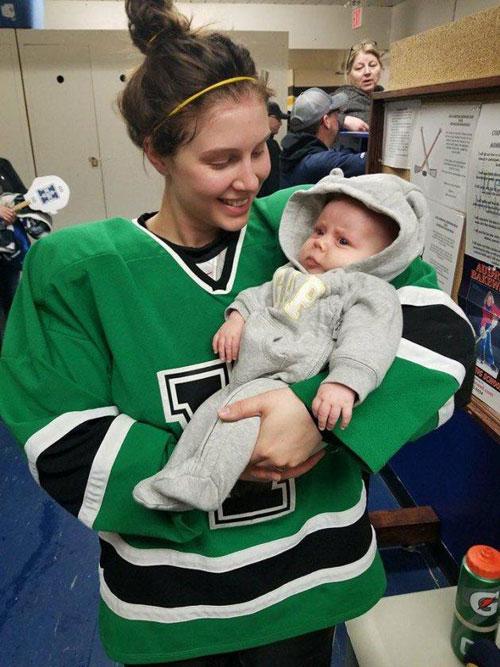 Serah vui mừng vì vừa theo đuổi được môn thể thao yêu thích, vừa chăm được con gái nhỏ.