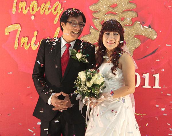 Đạo diễn Trọng Trinh và bà xã Lan Phương trong đám cưới hồi tháng 1/2011.