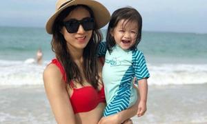 Mỹ nhân TVB Chung Gia Hân lộ bụng bầu lùm lùm khi mặc áo tắm sexy