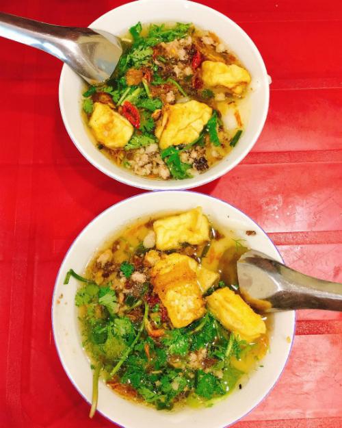Ở Hà Nội, phố Lê Ngọc Hân và khu Trung Tự là hai nơi có món bánh đúc thịt được nhiều người yêu thích nhất.