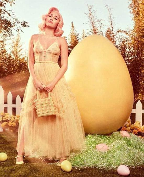 Loạt ảnh tràn ngập không khí lễ hội Phục sinh với những quả trứng khổng lồ, thỏ và cà rốt.