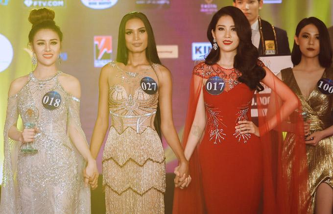 Người đẹp quê Tiền Giang hồi hộp trong giây phút chờ nghe kết quả cuối cùng từ ban giám khảo.
