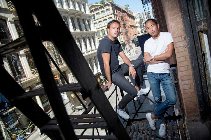 Poopat và Girolami, hai nhà thiết kế và sáng lập của Common Projects.