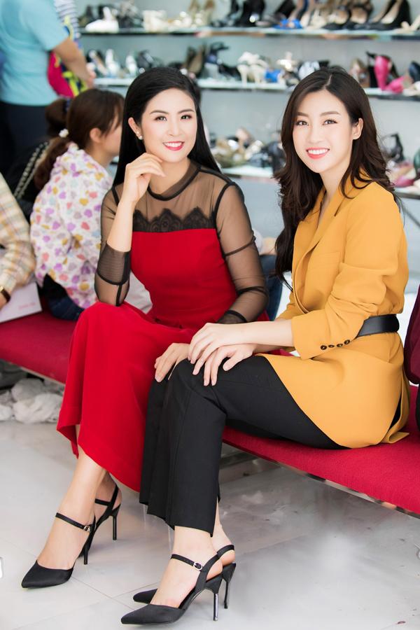 Sau đăng quang Hoa hậu, Hương Giang vẫn đi mua giày giá 200.000 đồng