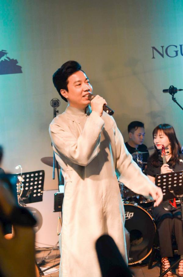 Tối qua (1/4), đêm nhạc Nguồn cội, kỷ niệm 7 năm ngày mất của nhạc sĩ Trịnh Công Sơn diễn ra tại Đường sách TP HCM.