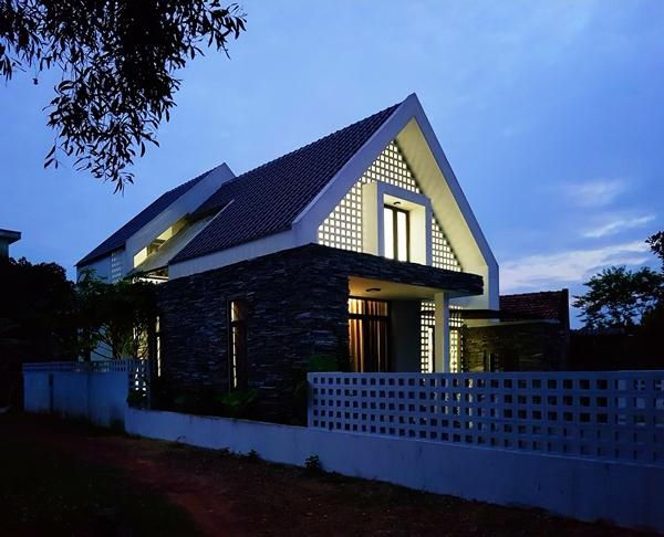 Chi phí thi công ngôi nhà hình chữ A của gia đình anh Phạm Hùng khoảng 800 triệu đồng.