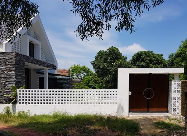 Ngôi nhà của anh Hùng nổi bật nhờ thiết kếđộc đáovà vật liệu bắt mắt.