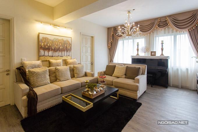 Căn hộ của Quế Vân rộng 150m2 với4 phòng ngủ, nằm ở tầng 2 của một khu chung cư cao cấp của Hà Nội. Nữ ca sĩ cùng gia đình đã sống ở đây hơn 10 năm và nhiều lần thay đổi nội thất theo sở thích. Căn hộ có giá trị khoảng 8 tỷ đồng.