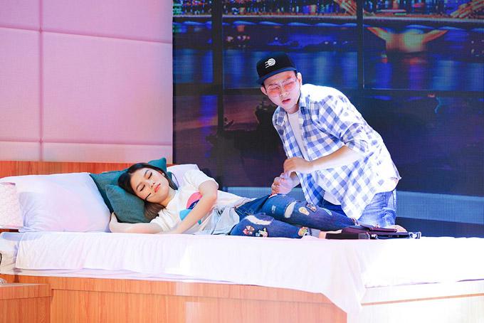 Hoài Lâm tiết lộ, trong phim anh và Ngọc Thanh Tâm quen nhau có 3 ngày nhưng đã đi khách sạn 2 lần. Anh đóng vai chàng sinh viên Minh Khôi khù khờ, tình cờ gặp cô nàng ngổ ngáo Diệu Hiền. Cả hai vướng vào mối quan hệ khó nắm bắt.