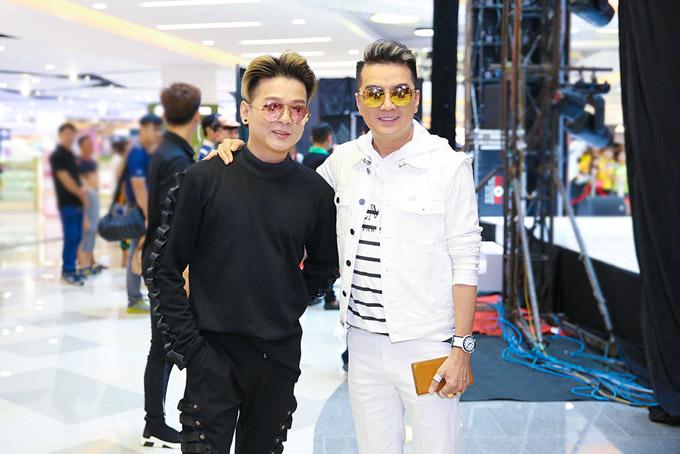 Ca sĩ Vũ Hà hội ngộ với Mr Đàm trong chương trình.