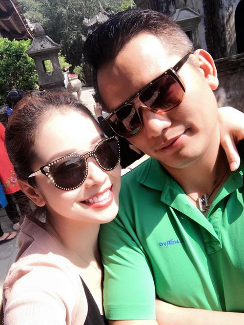 Vợ chồng Jennifer Phạm xin phép trốn con đi chơi ở Huế.
