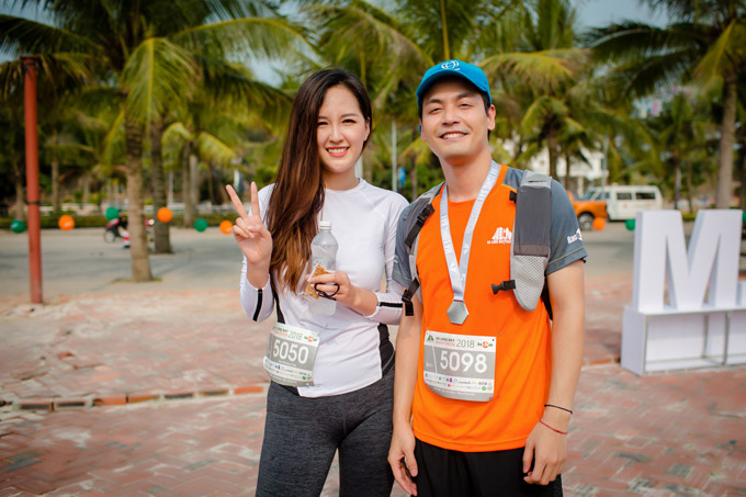 MC Phan Anh cũng xuống Hạ Long để ủng hộ cho giải chạy marathon. Anh vui vẻ hội ngộ cùng Mai Phương Thúy.