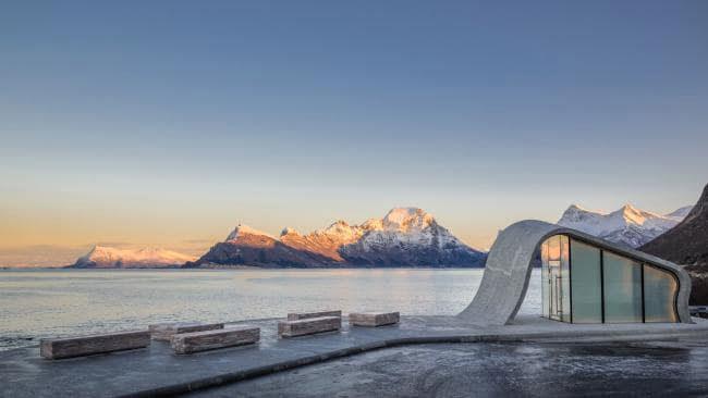 Nhà vệ sinh công cộng có 'view' đẹp nhất thế giới