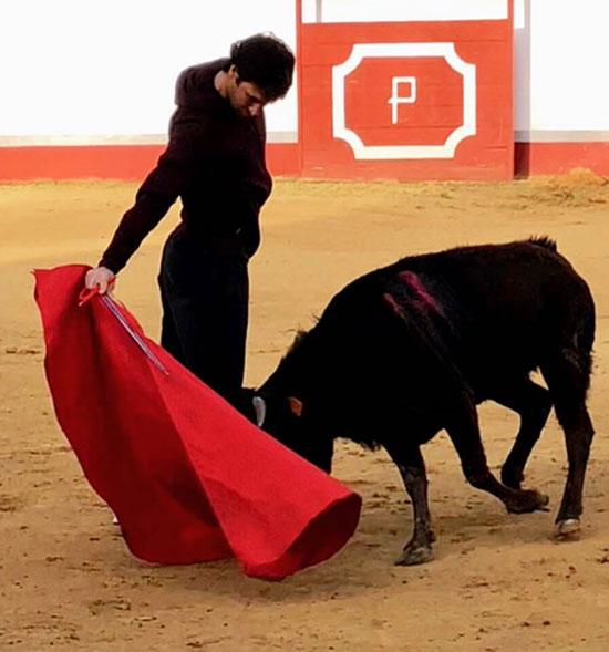 Raul mê môn đấu bò tót. Ảnh: NS.