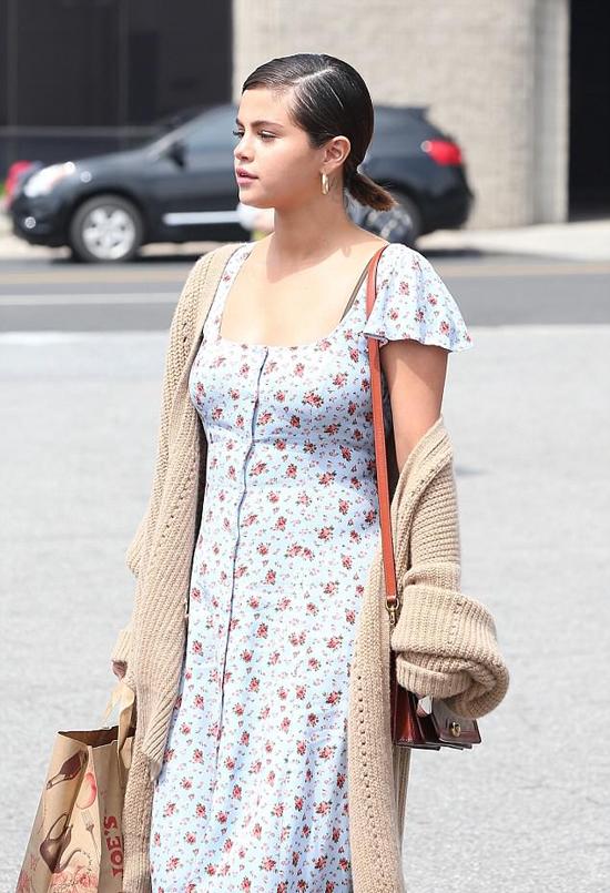 Selena có khả năng biến hóa theo nhiều phong cách thời trang khác nhau. Style vintage luôn được nữ ca sĩ yêu thích.