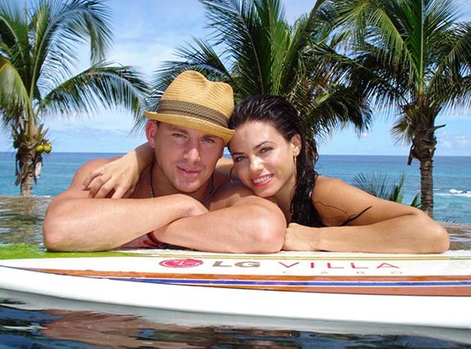Cặp đôi đi nghỉ ở Cabo, Mexico vào tháng 8/2008, một tháng trước khi đính hôn ở Maui, Hawaii.