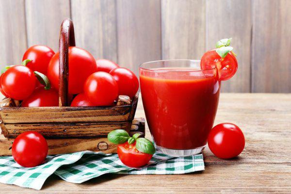 Cà chua rất chất xơ, giúp thải độc đường ruột hiệu quả. Cà chua có thể thêm vào nhiều món ăn hoặc ép thành nước uống giúp vóc dáng thon thả trong thời gian ngắn.