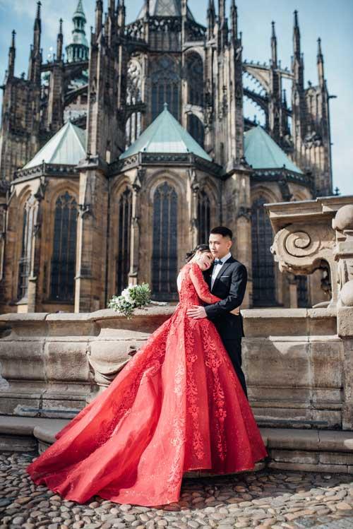 Để chuẩn bị cho đám cưới trong tháng 6 tới, cô dâu chú rểđã thực hiện một bộ ảnh tại nhiều địa danh đẹp ởthủ đô Praha, Cộng hoà Séc.