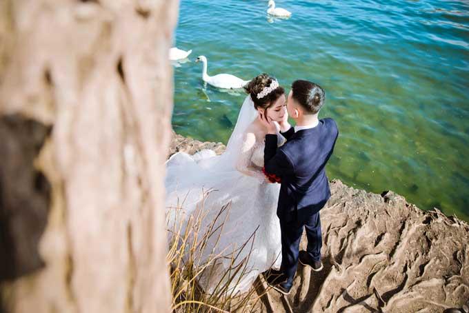Ảnh cưới chụp tại Séc của đôi uyên ương yêu qua Facebook - 11