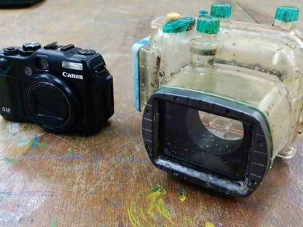 Chiếc máy ảnh được lấy ra khỏi hộp chống nước vẫn còn mới nguyên và sử dụng tốt. Ảnh: EPA