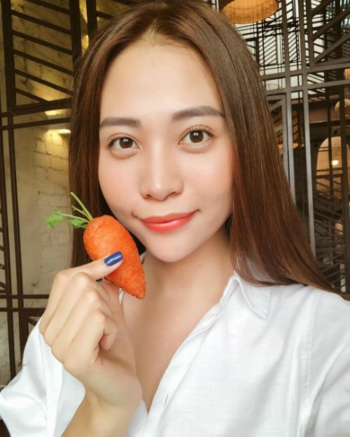 Đàm Thu Trang - bạn gái mới của Cường Đôla- tự tin khoe nhan sắc cận mặt.
