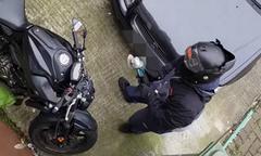 Chủ nhà sốc khi chứng kiến băng nhóm trộm xe máy giữa ban ngày
