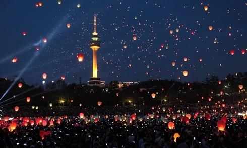 Bốn lễ hội thiên đăng ở châu Á đẹp như phim 'Công chúa tóc mây'