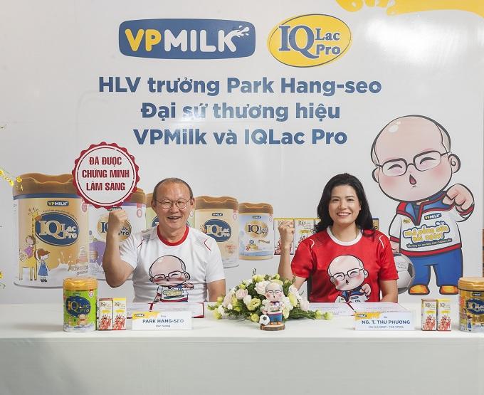 Bà Nguyễn Thị Thu Phương, Tổng giám đốc công ty VPMilk cùng HLV Trưởng Park Hang-seo mong muốn lan tỏa thông điệp Nhớ Uống Sữa Mỗi Ngày đến với tất cả trẻ em Việt Nam