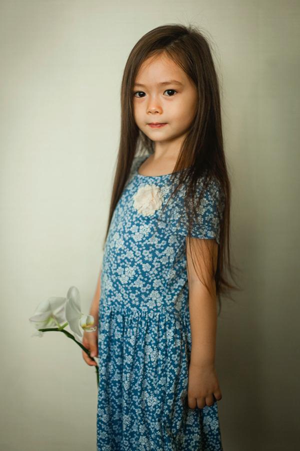 Con gái Đoan Trang mặc lại váy của cô cách đây 36 năm - 4