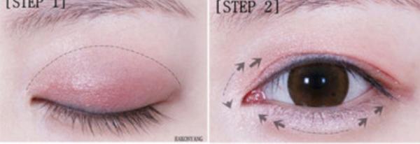 Bước 1: Tán phấn mắt màu hồng phấn có một chút nhũ lên toàn bộ bầu mắt.