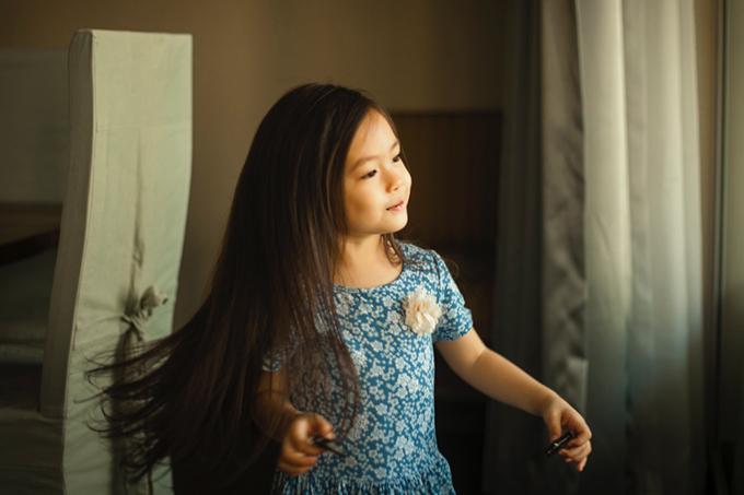 Con gái Đoan Trang mặc lại váy của cô cách đây 36 năm - 6