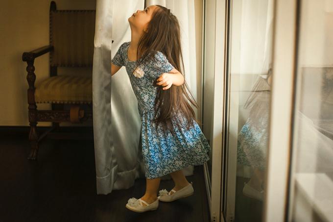 Con gái Đoan Trang mặc lại váy của cô cách đây 36 năm - 7