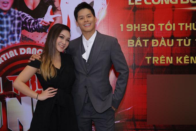 Biên đạo múa John Huy Trần là thành vvienenam duy nhất trong ban giám khảo Đấu trường võ nhạc. Gia đình anh cũng có truyền thống theo nghiệp võ thuật. Bố anh từng là giáo viên dạy võ ở trường học.