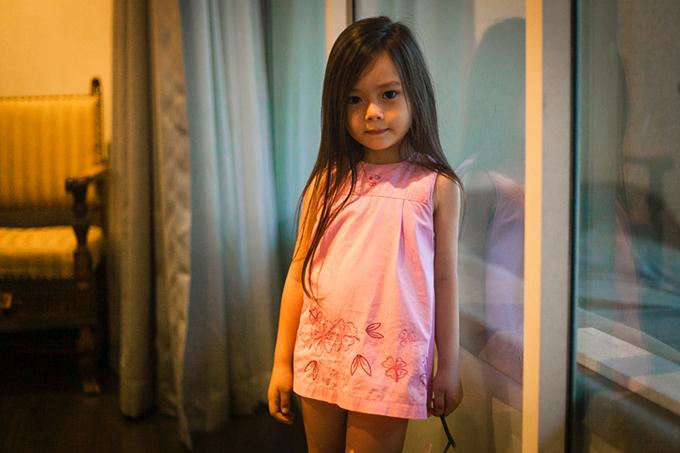 Con gái Đoan Trang mặc lại váy của cô cách đây 36 năm - 2