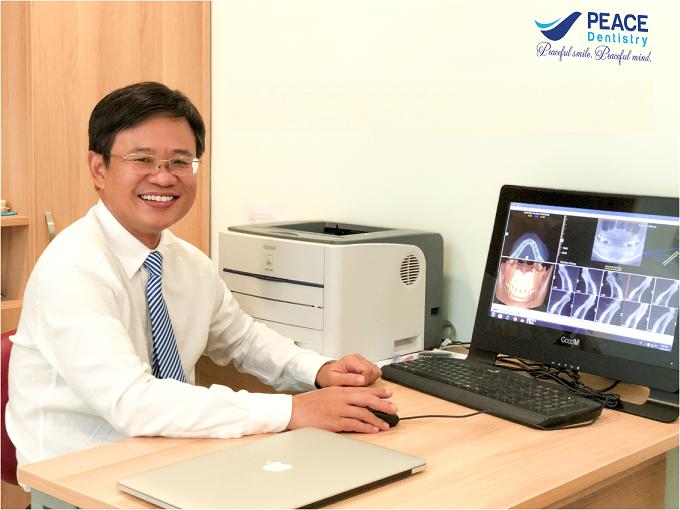 Chuyên gia thẩm mỹ răng sứ, bác sĩ Đinh Trường Hùng - chuyên khoa thẩm mỹ nha khoa tại Peace Dentistry