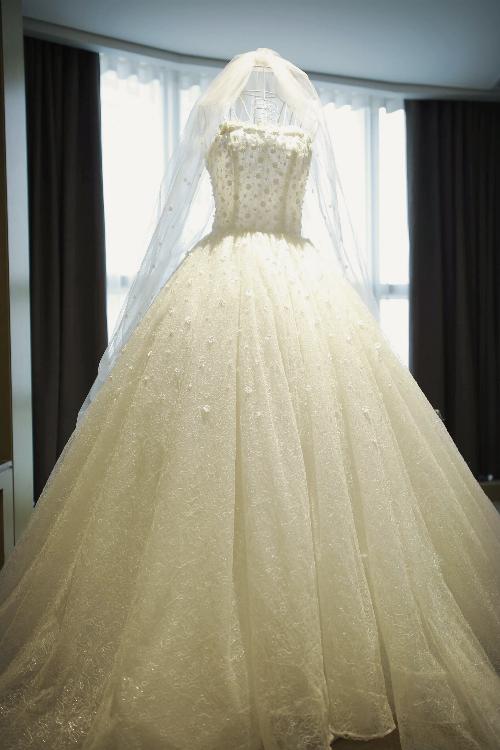 Nhà thiết kế kể chuyện hậu trường làm váy cưới cho vợ Khắc Việt - 8
