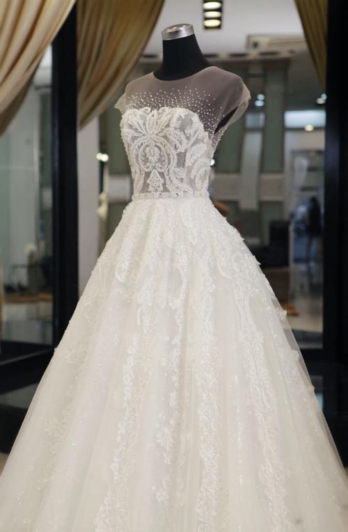 Nhà thiết kế kể chuyện hậu trường làm váy cưới cho vợ Khắc Việt