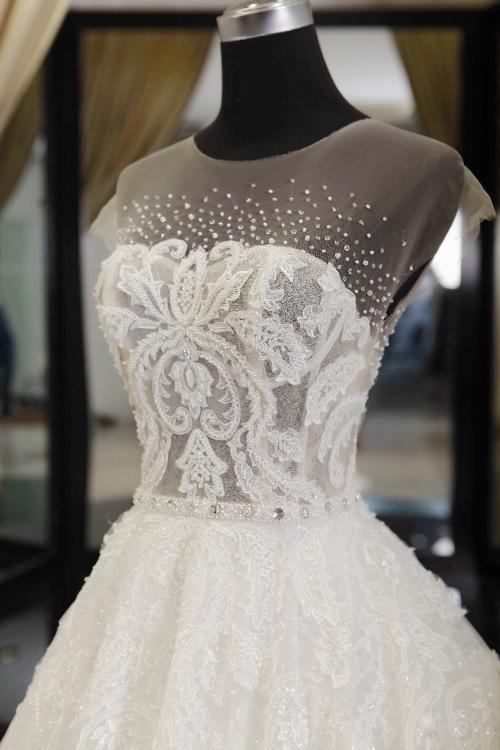 Nhà thiết kế kể chuyện hậu trường làm váy cưới cho vợ Khắc Việt - 1