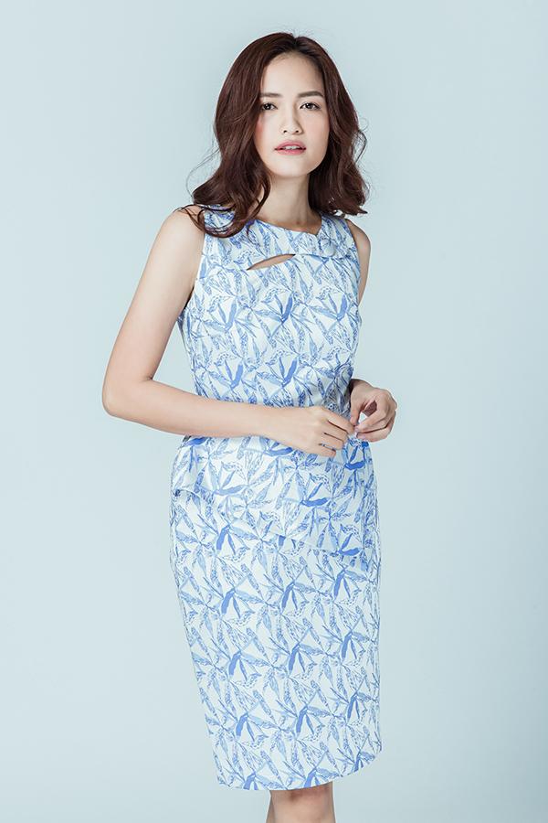 Cách phối màu và hoạ tiết bắt mắt đi đúng khuynh hướng thời trang xuân hè 2018 cũng được áp dụng hiệu quả trên từng mẫu váy.