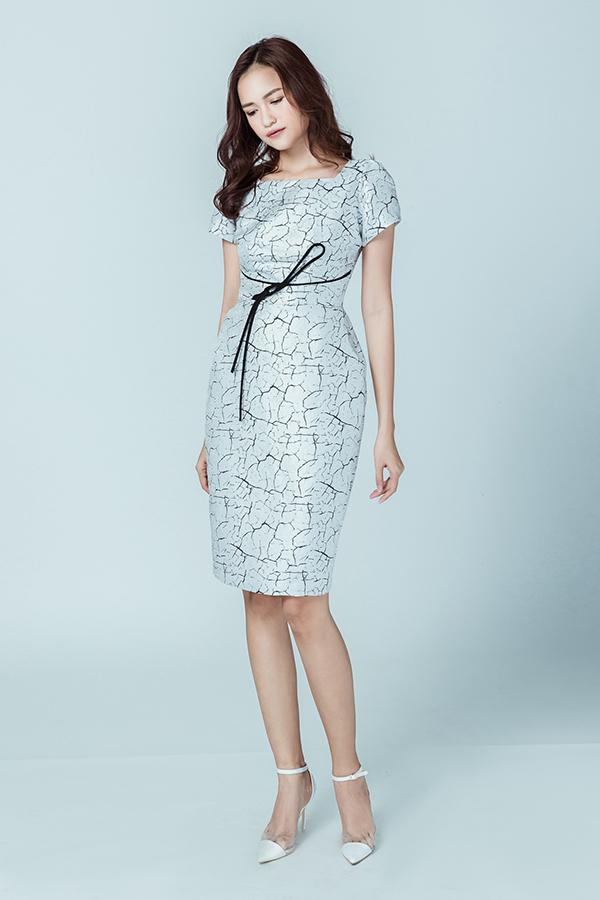 Váy liền thân trang nhã phù hợp với quý cô văn phòng yêu vẻ đẹp sang trọng và mực thước trong môi trường công sở.