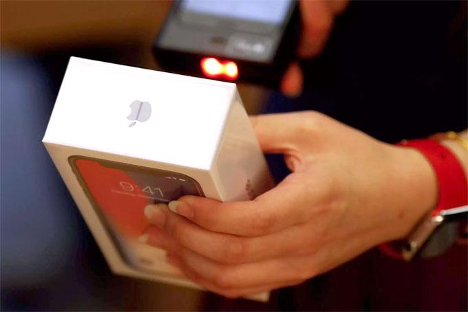 Lợi nhuận của Foxconn giảm mạnh vì iPhone X ế